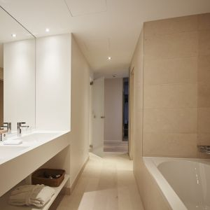 http://www.moderntimeshotel.com/application/files/thumbnails/thumb_list_2x/7814/5855/4540/salle_de_bain_junior_suite.jpg